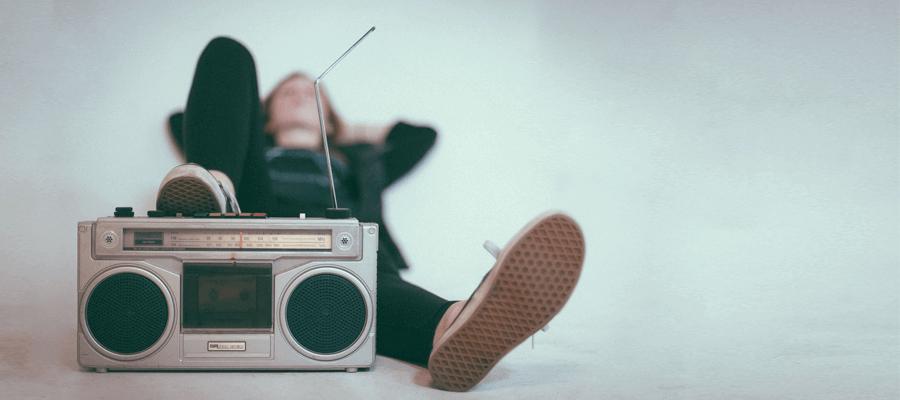 Você tem na mão uma grande ferramenta para aprimorar pronúncia: suas músicas!